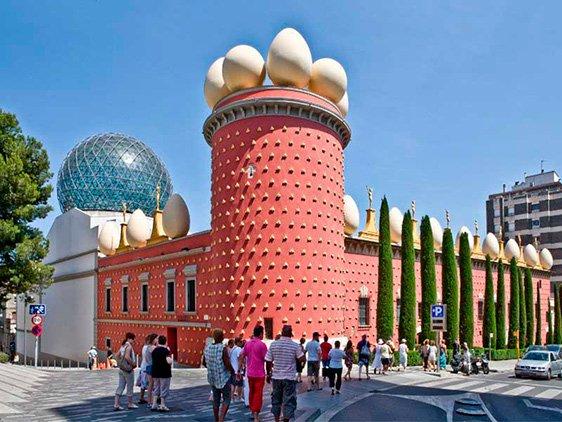 Dali-Museum-in-Figueres-byke