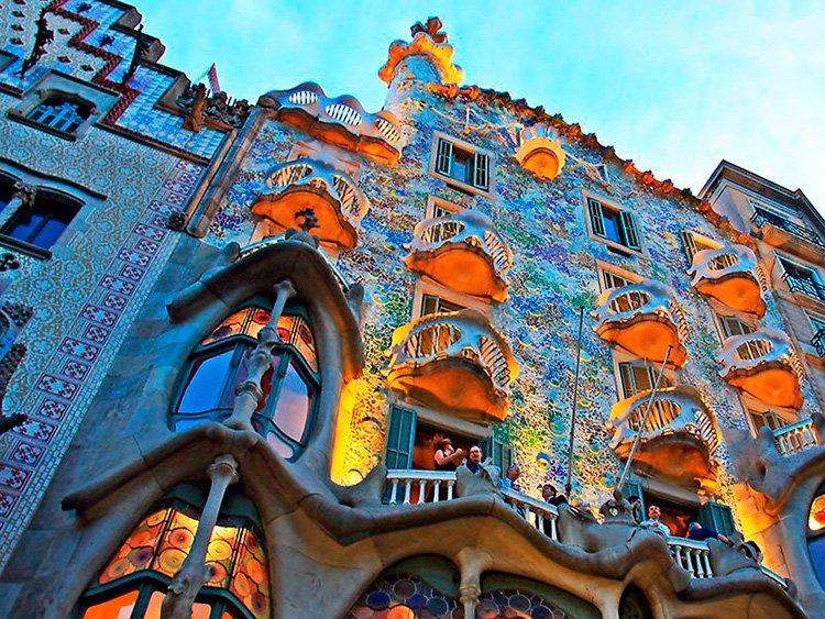 barcelona-gaudi-travel-1